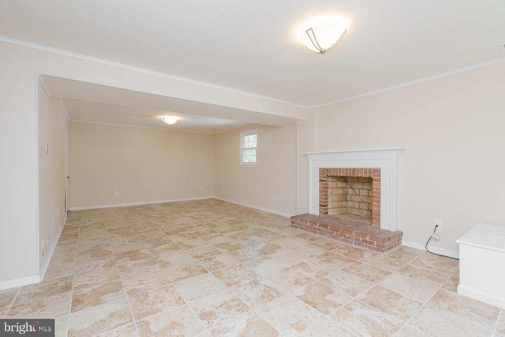 Lower Level Entertainment Area - 9806 RALEIGH TAVERN CT, BETHESDA