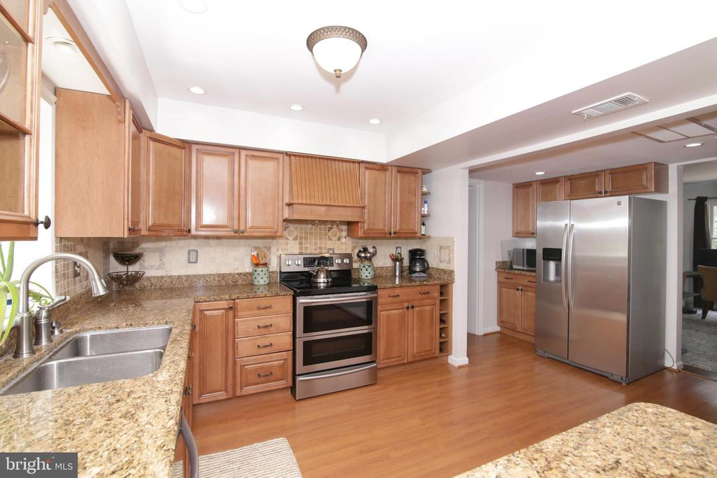 granit counters, hardwood floors, gas cooking - 3534 MORNINGSIDE DR, FAIRFAX