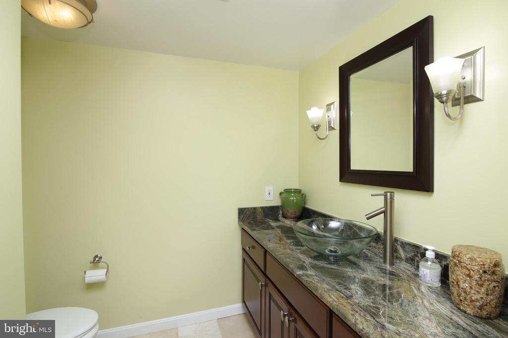 Powder Room on Main level - 3534 MORNINGSIDE DR, FAIRFAX