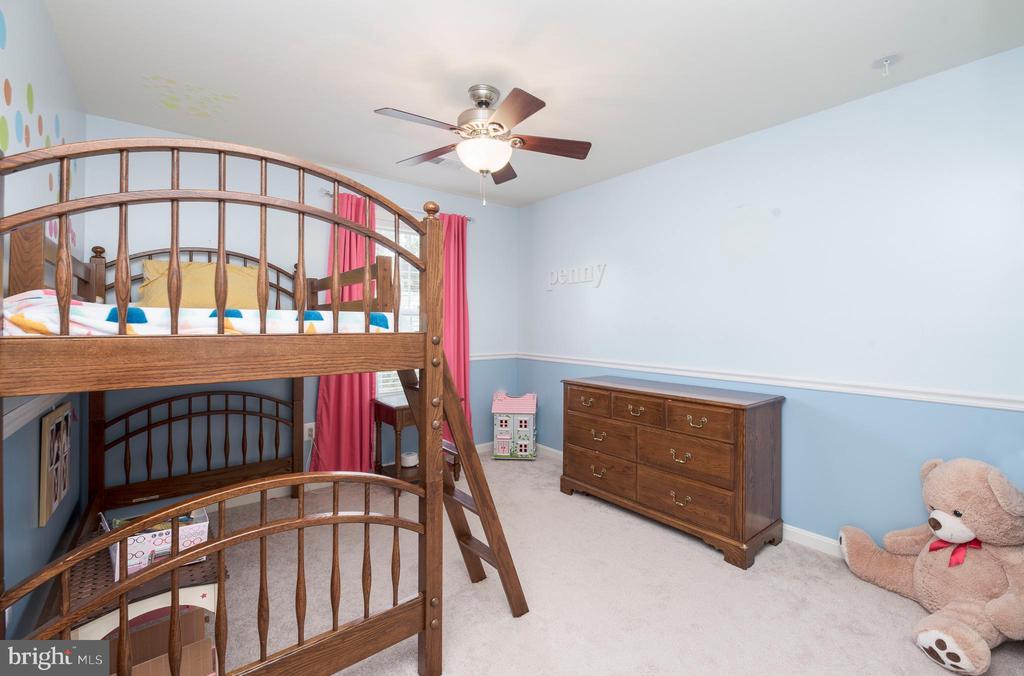 4th bedroom on upper level - 31 DAFFODIL LN, STAFFORD