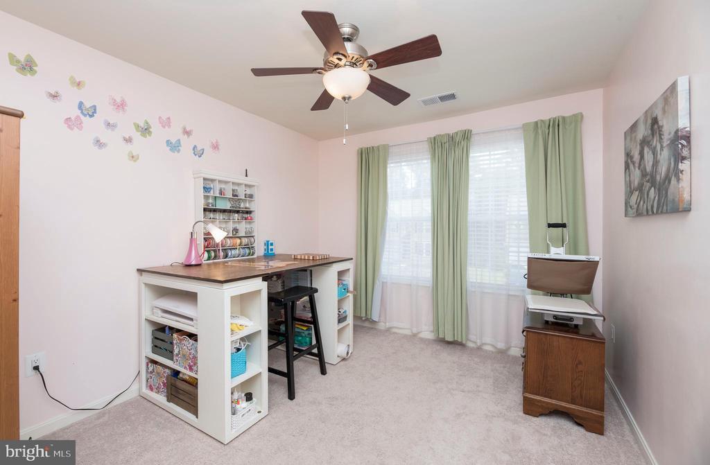 3rd bedroom on upper level - 31 DAFFODIL LN, STAFFORD