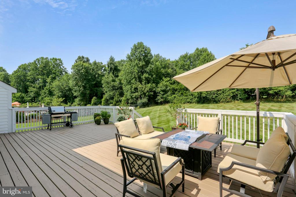 Deck with lot backing to 13th fairway - 16813 HARBOUR TOWN DR, SILVER SPRING