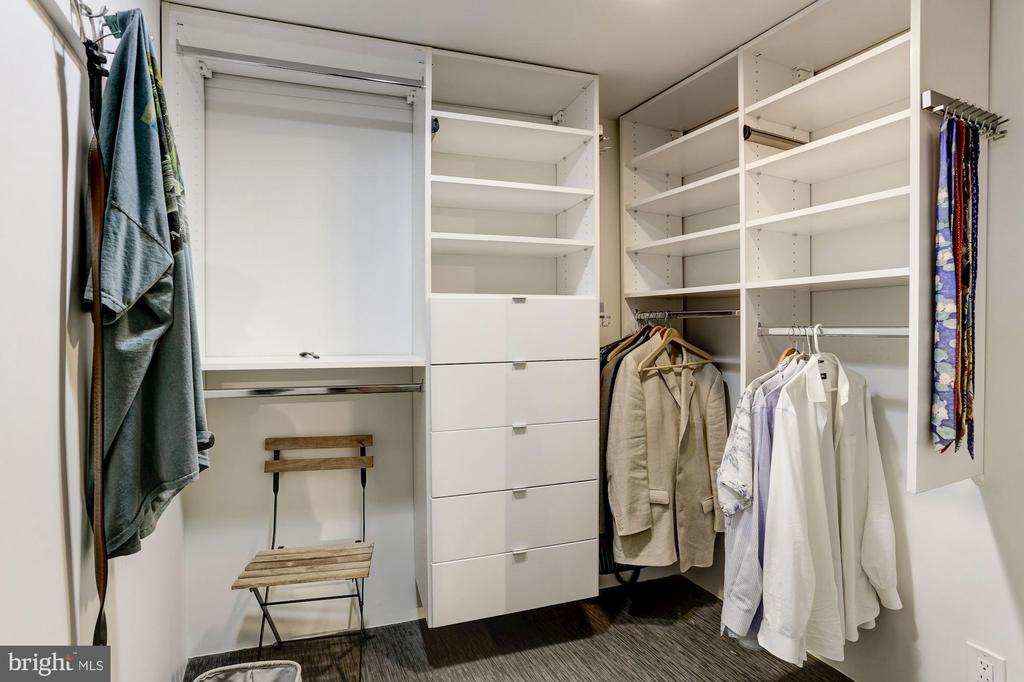 Walk in Closet - 701 PENNSYLVANIA AVE NW #1025-1026, WASHINGTON