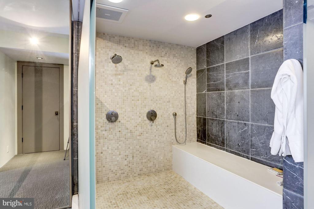 Owner Bath - 701 PENNSYLVANIA AVE NW #1025-1026, WASHINGTON