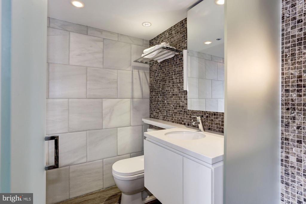 2nd full bath - 701 PENNSYLVANIA AVE NW #1025-1026, WASHINGTON