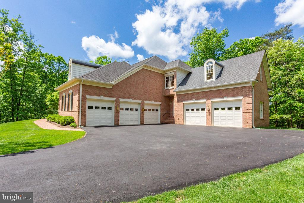 Five Car Garage with Library over 2 Car Section! - 3530 SAINT AUGUSTINE LN, OAKTON