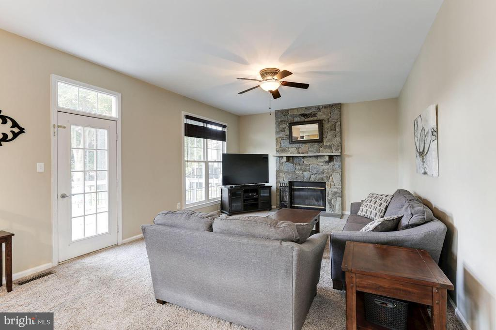 spacious family room! - 46626 WINTERSET CT, STERLING