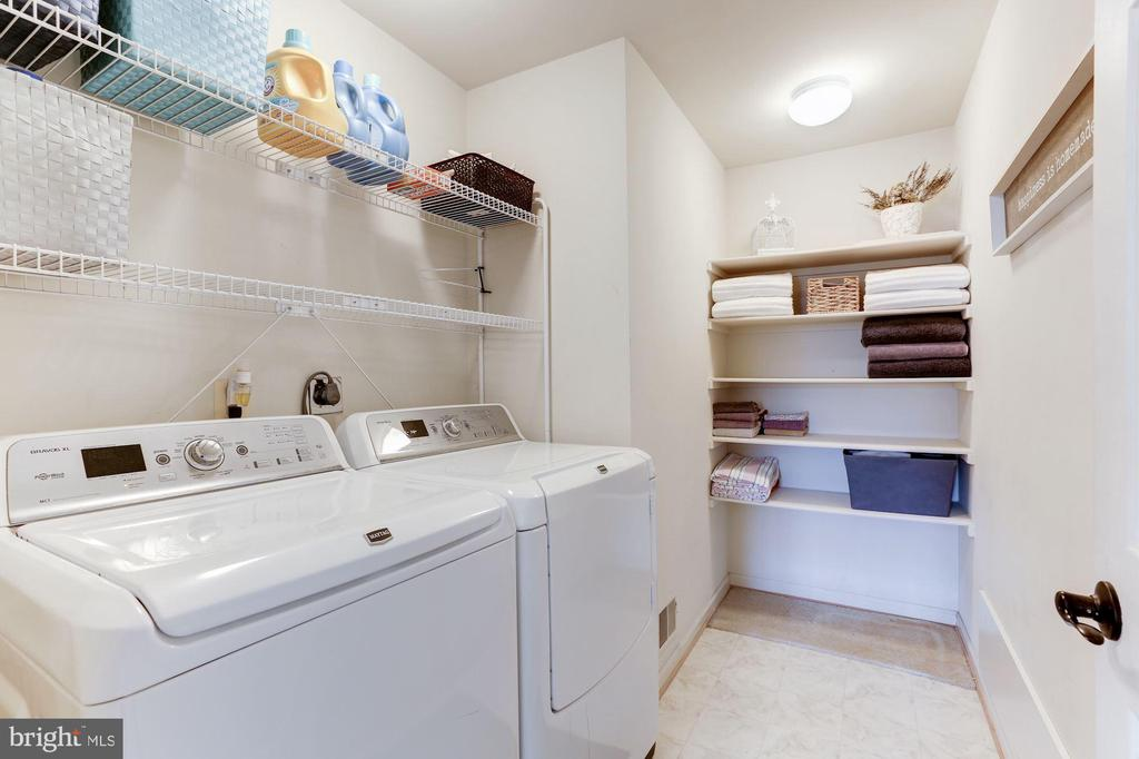 large upstairs laundry! - 46626 WINTERSET CT, STERLING