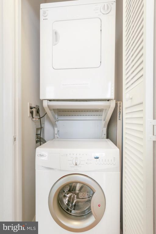 In unit upgraded washer and dryer - 1121 ARLINGTON BLVD #1004, ARLINGTON