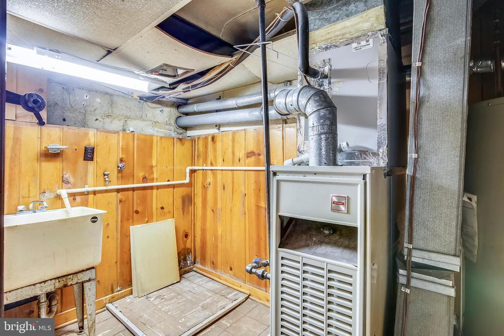 Basement Utility Room - 2031 20TH RD N, ARLINGTON