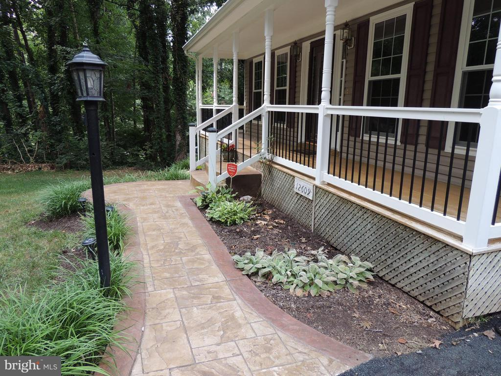 Custom walks and landscaping - 12609 TOLL HOUSE RD, SPOTSYLVANIA