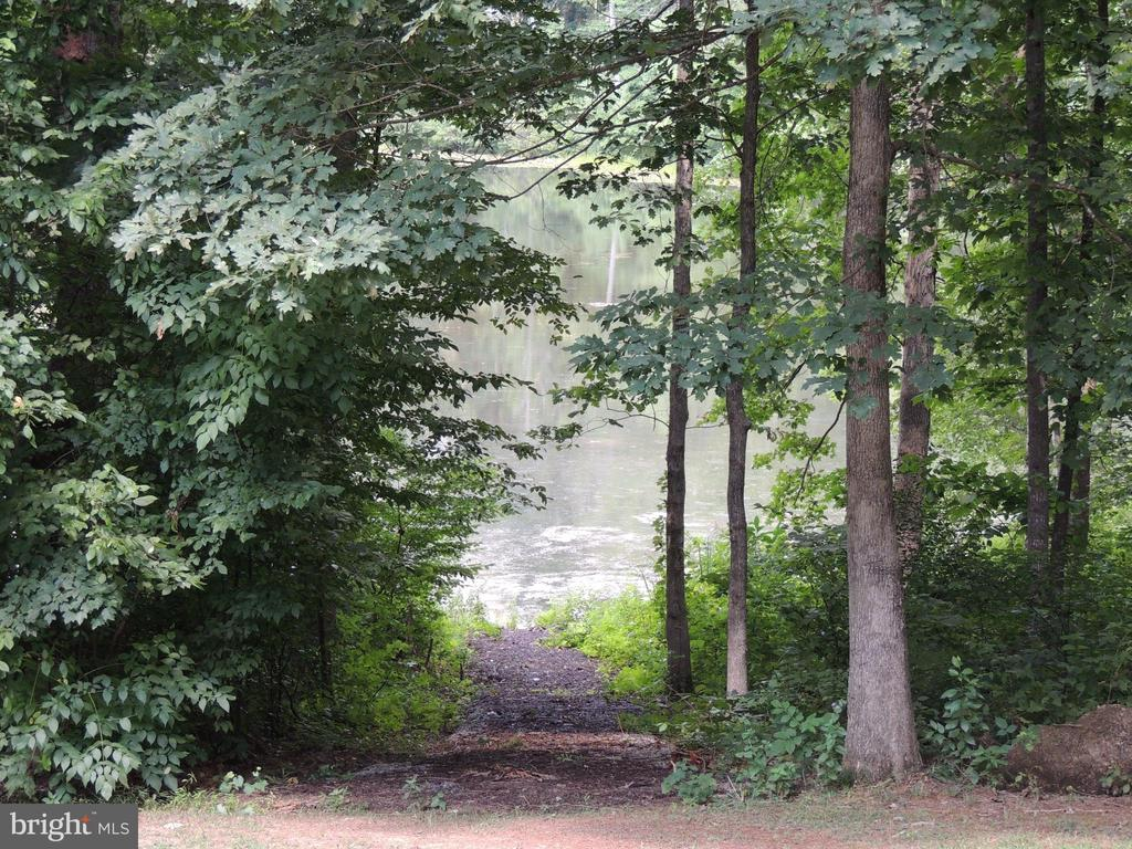 Private Path to Lee Lake - 12609 TOLL HOUSE RD, SPOTSYLVANIA