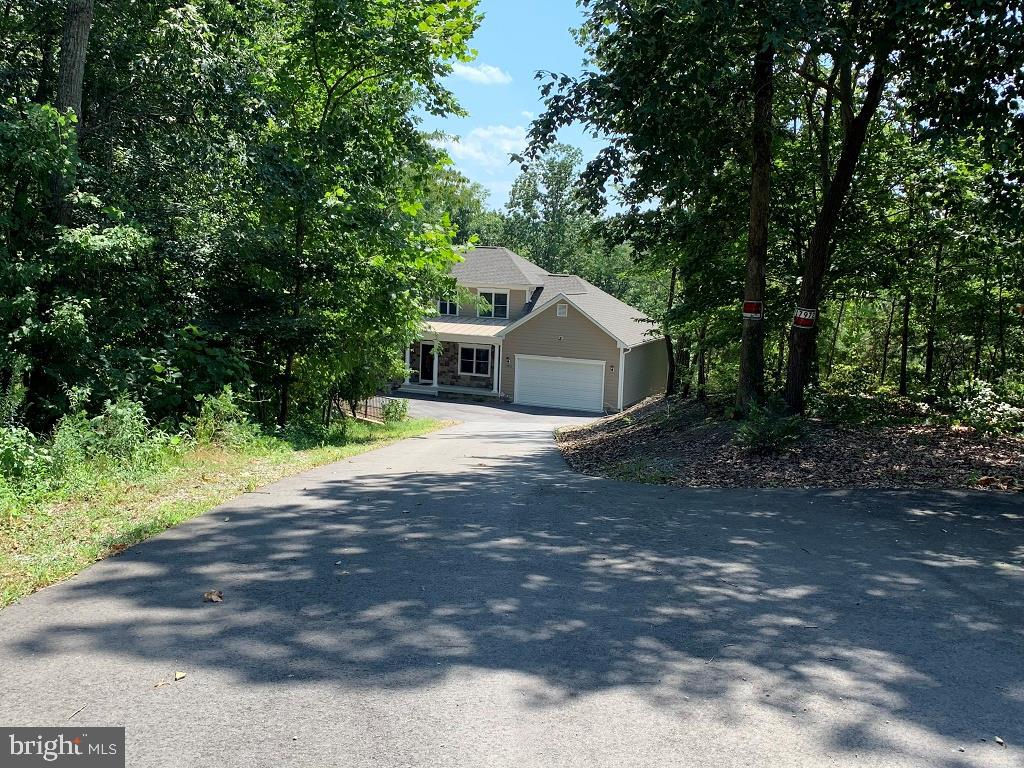 Paved drive way - 17972 SWANS CREEK LN, DUMFRIES