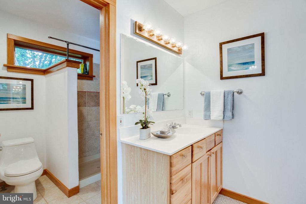 En-Suite Bath 1 - 1201 KEY DR, ALEXANDRIA