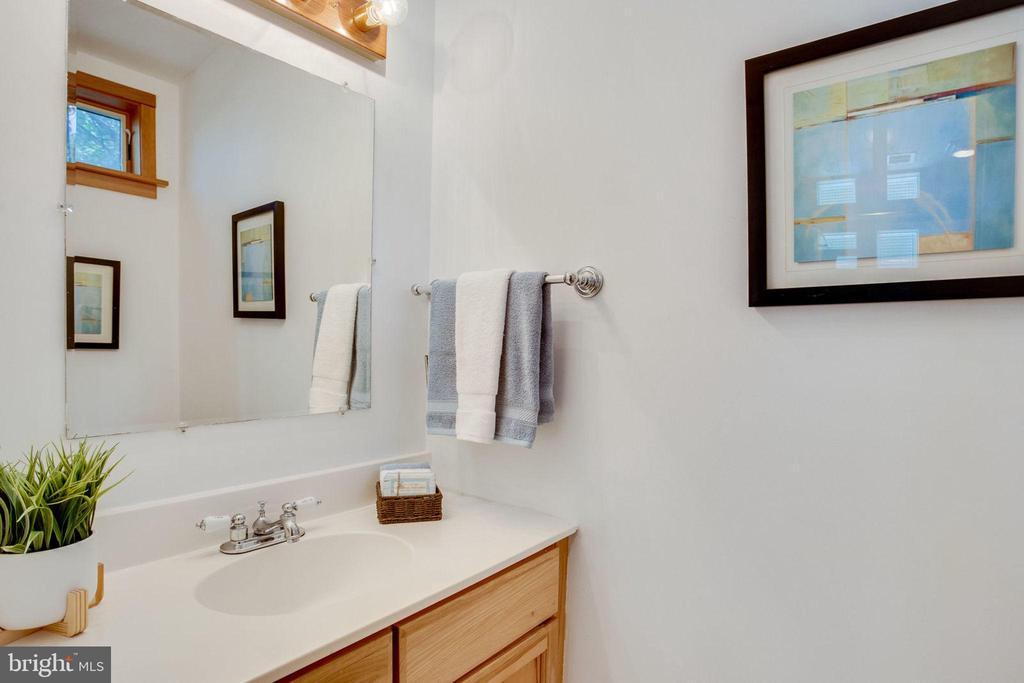 Guest House Pool Bathroom - 1201 KEY DR, ALEXANDRIA