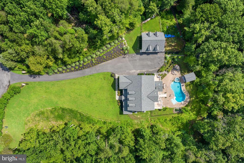 custom home and grounds - 11606 LAWTER LN, CLIFTON