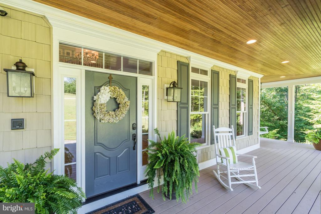 covered front porch - 11606 LAWTER LN, CLIFTON