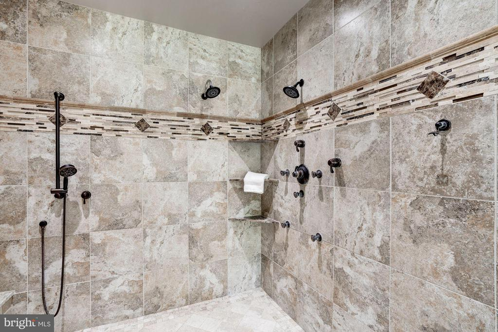 multiple shower heads and body jets - 11606 LAWTER LN, CLIFTON