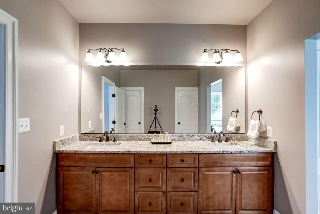 Master bath - his and her vanities - 11606 LAWTER LN, CLIFTON
