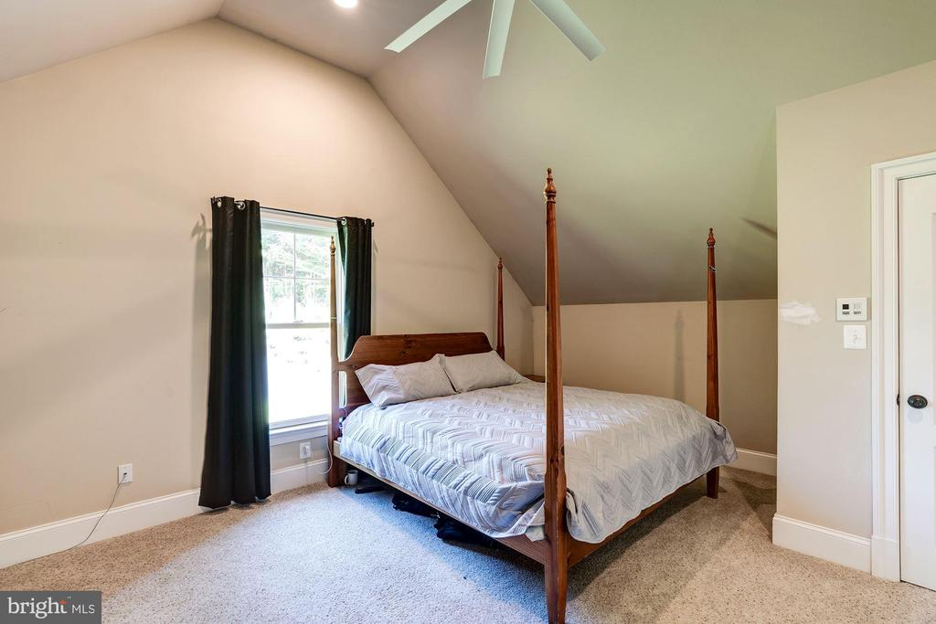 bonus room off master: extra closet, yoga room,etc - 11606 LAWTER LN, CLIFTON
