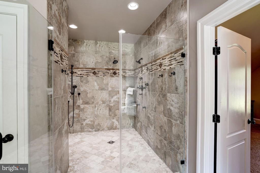 master shower - 11606 LAWTER LN, CLIFTON