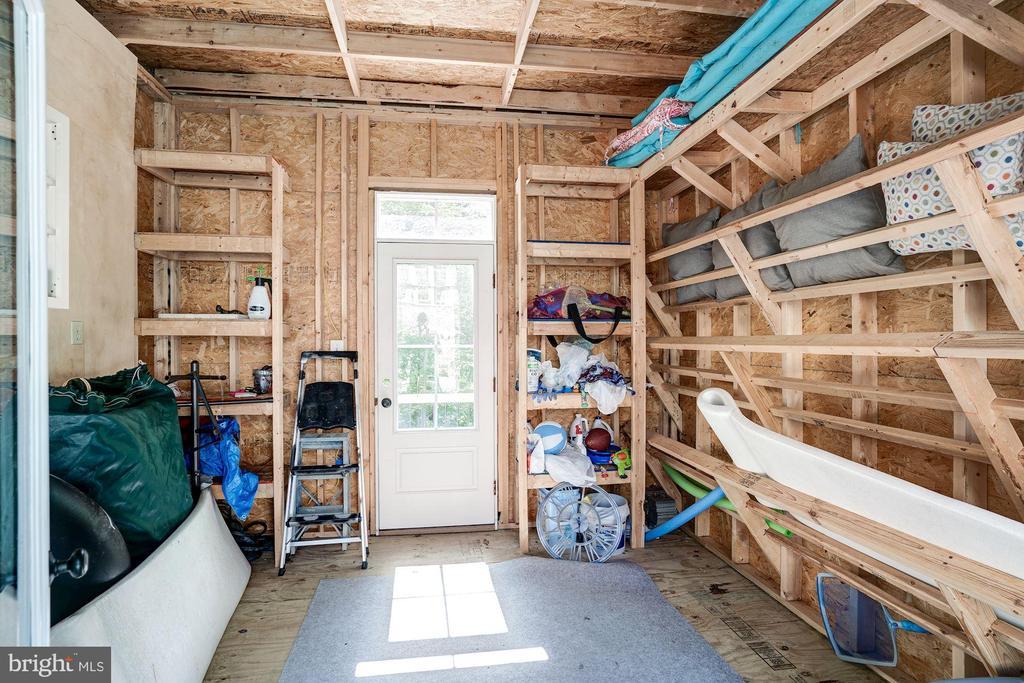 pool house - 11606 LAWTER LN, CLIFTON