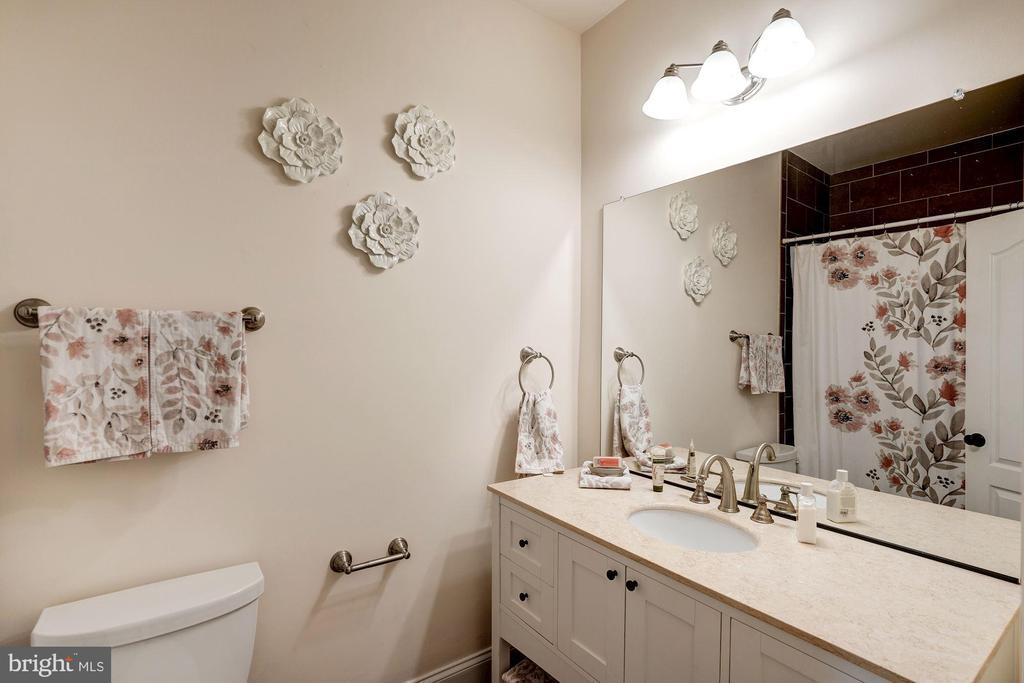 bath 2 - 11606 LAWTER LN, CLIFTON