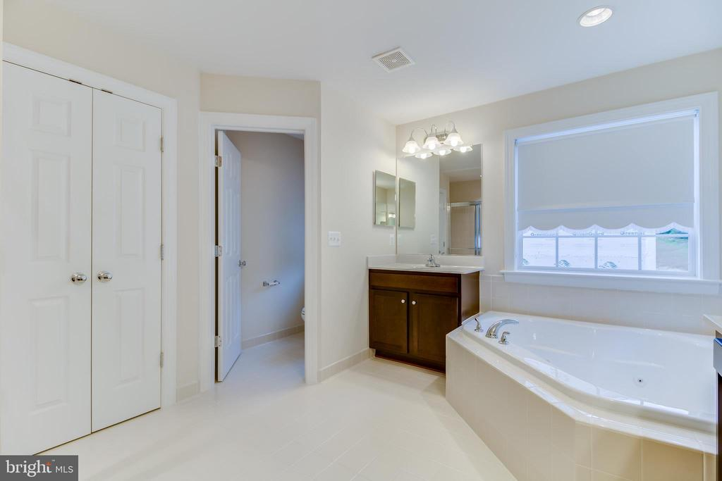 Sample Photo - Master Bath - 5034 QUINLAN DR, WOODBRIDGE