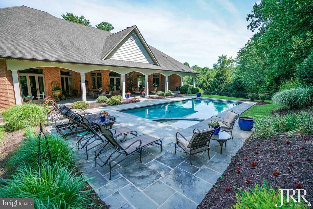 Flag Stone Patio W/ Pool - 8544 LEISURE HILL DR, BALTIMORE