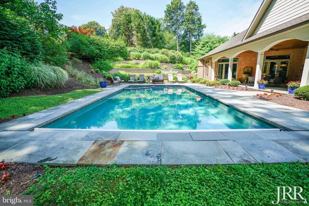 Beautiful Gunite Pool and Hot Tub - 8544 LEISURE HILL DR, BALTIMORE