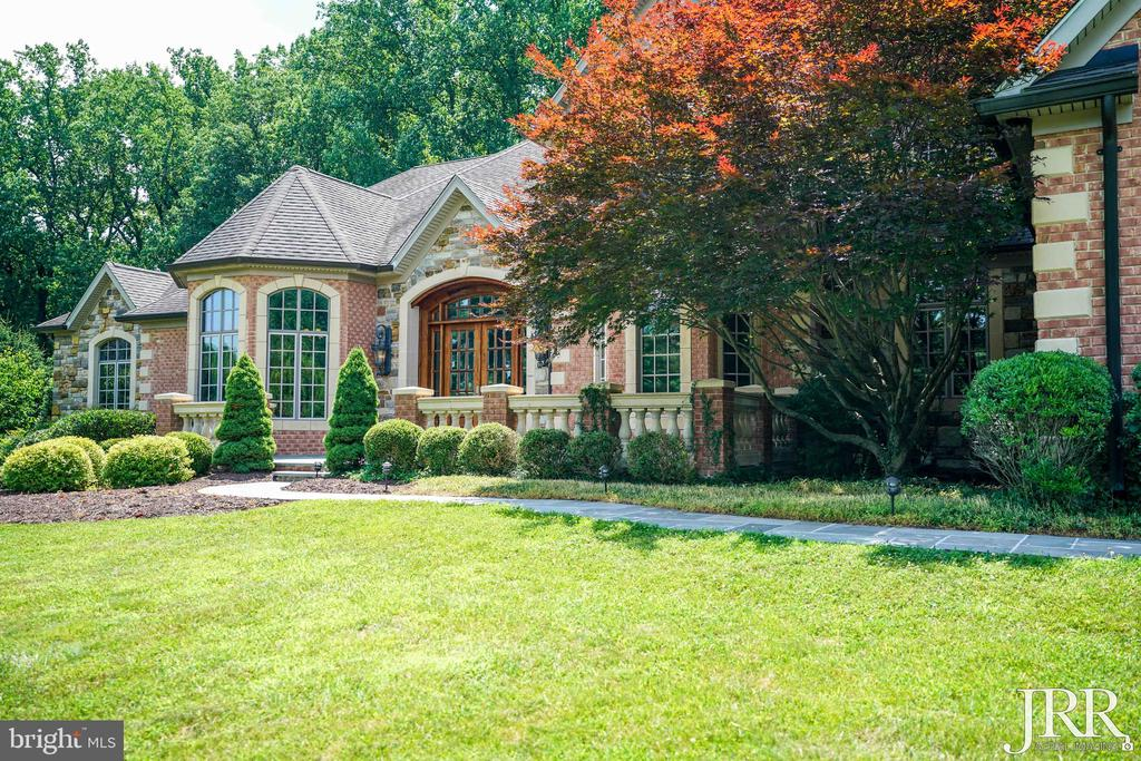 Stunning Grand Entrance - 8544 LEISURE HILL DR, BALTIMORE
