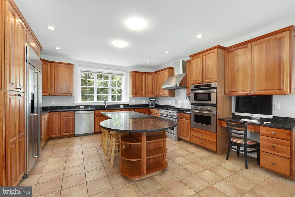 - 18072 TELEGRAPH SPRINGS RD, PURCELLVILLE