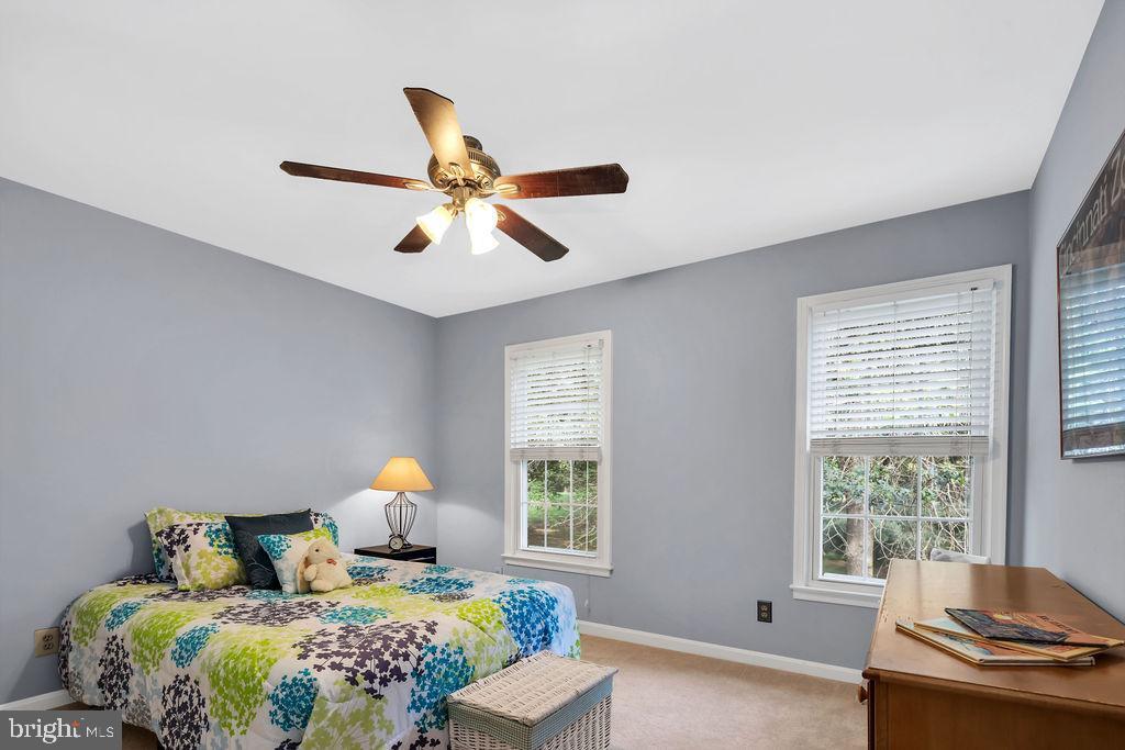 You'll love the fresh paint & new carpet thru-out - 4705 LEEHIGH CT, FAIRFAX