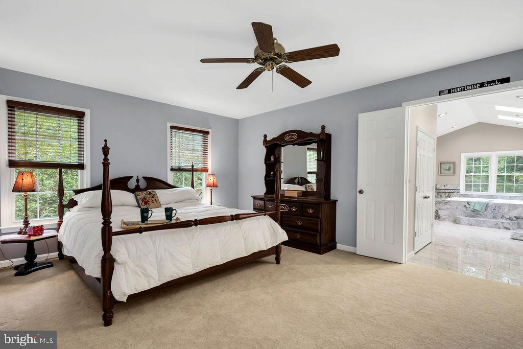 The owner's suite is a welcome personal retreat - 4705 LEEHIGH CT, FAIRFAX