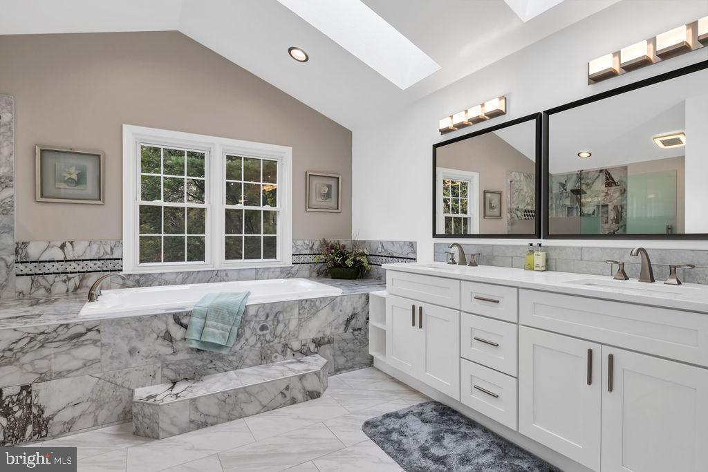 featuring fabulous marble tile work - 4705 LEEHIGH CT, FAIRFAX