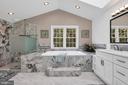 Impressive soaking tub, and his and hers closets - 4705 LEEHIGH CT, FAIRFAX