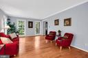 Large windows allow in lots of natural light - 4705 LEEHIGH CT, FAIRFAX