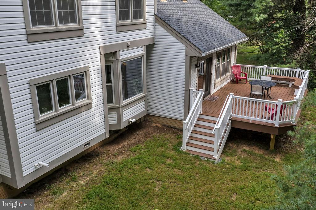 This deck was made for lazy afternoons - 4705 LEEHIGH CT, FAIRFAX