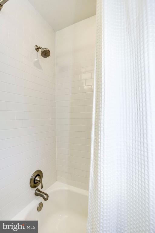 White Subway Tile - 3552 S STAFFORD ST, ARLINGTON
