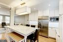 Eat-in Island with seating for 6 - 3552 S STAFFORD ST, ARLINGTON