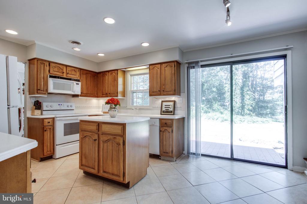 Kitchen - 4198 WINDY HILL DR, MONROVIA