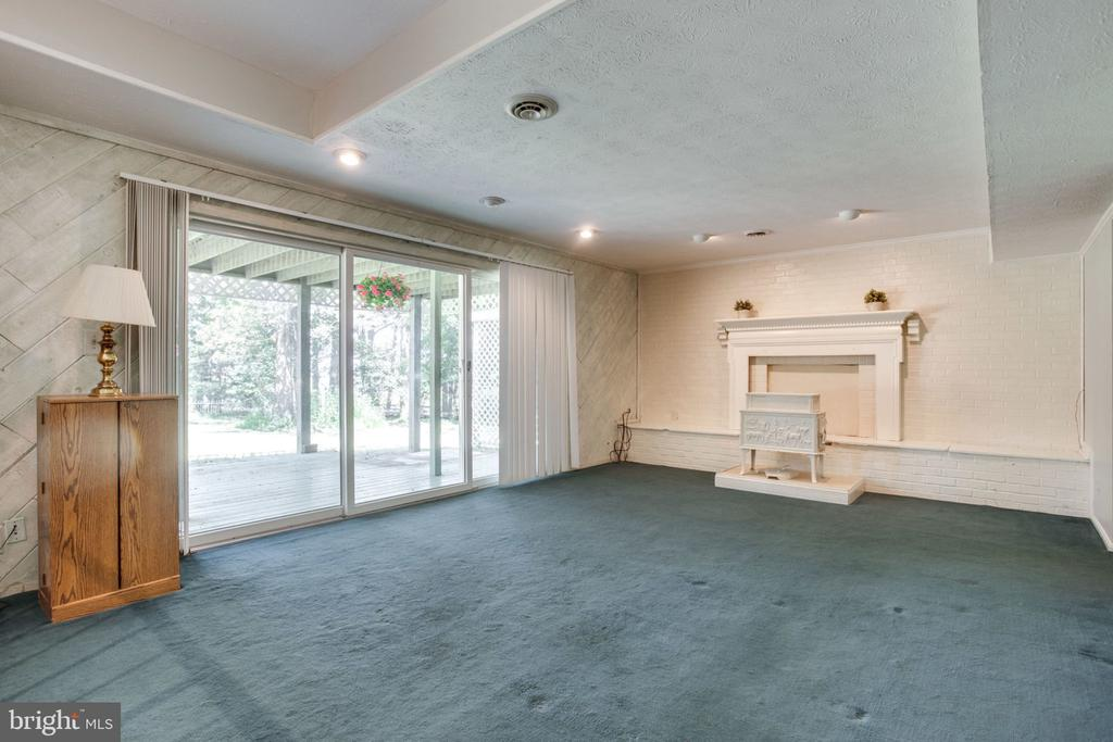 Family room off of kitchen - 4198 WINDY HILL DR, MONROVIA