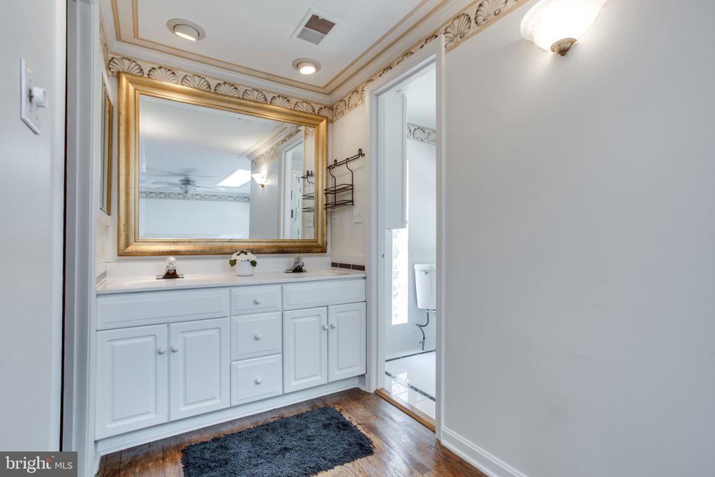 Master bathroom - 4198 WINDY HILL DR, MONROVIA