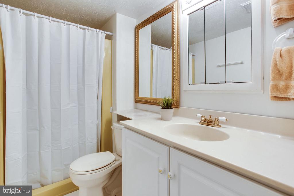 Bathroom - 4198 WINDY HILL DR, MONROVIA