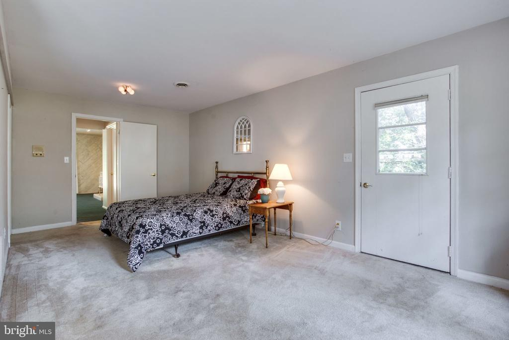 In-law suite off of family room - 4198 WINDY HILL DR, MONROVIA