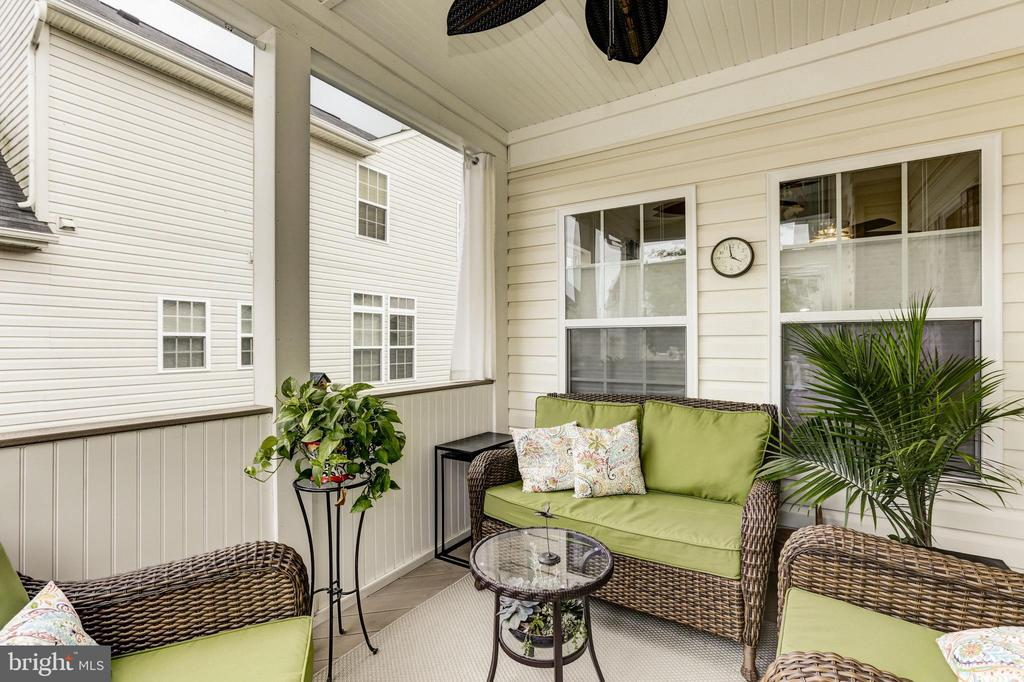 Screened in Porch - 42924 SPYDER PL, CHANTILLY