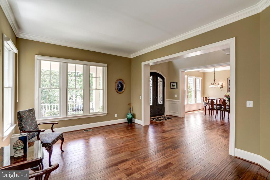 Spacious living Room for formal entertaining - 3001 WEBER PL, OAKTON