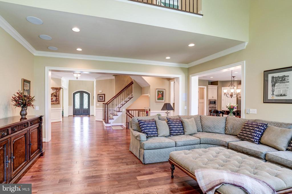 Two story Family room - 3001 WEBER PL, OAKTON