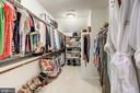 Her  walk in closet - 3001 WEBER PL, OAKTON