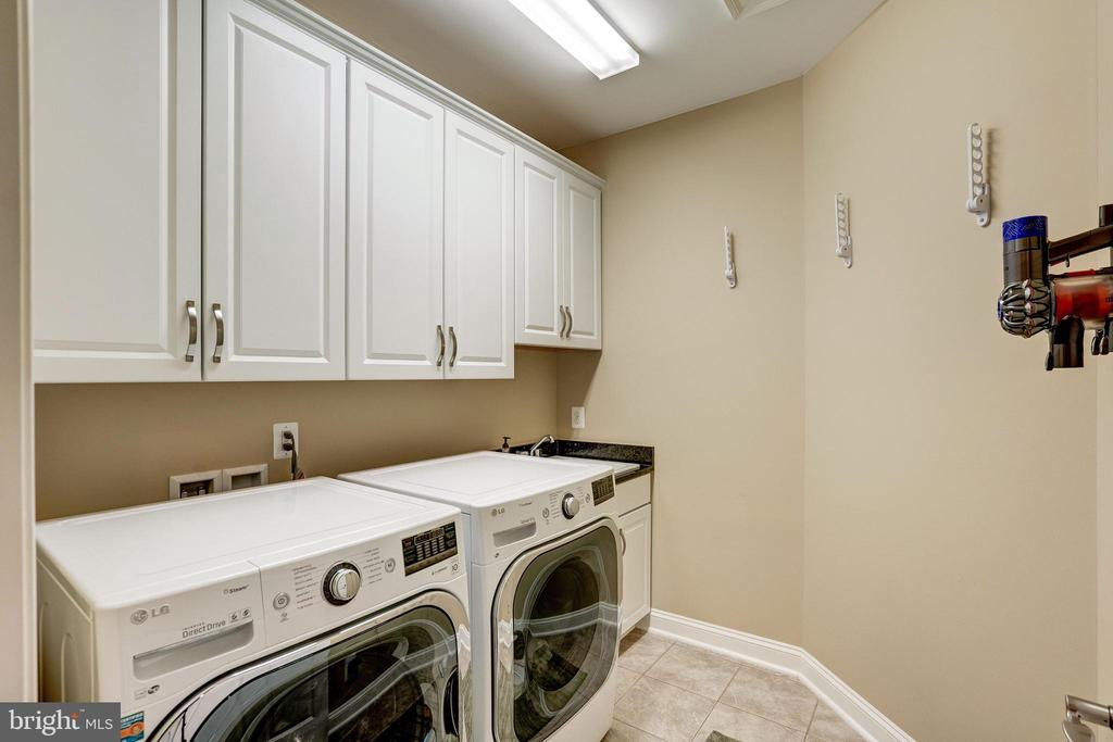 Upper level laundry room - 3001 WEBER PL, OAKTON